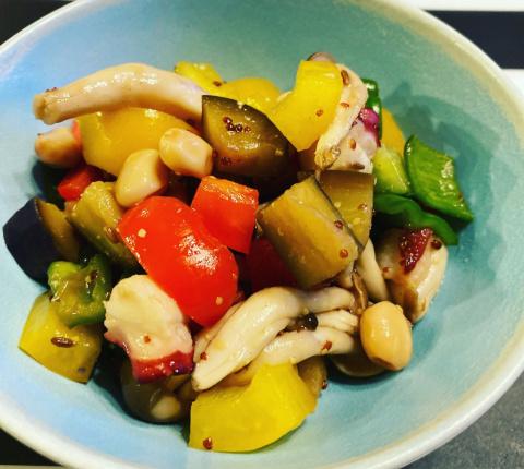タコとカラフル野菜のマリネ