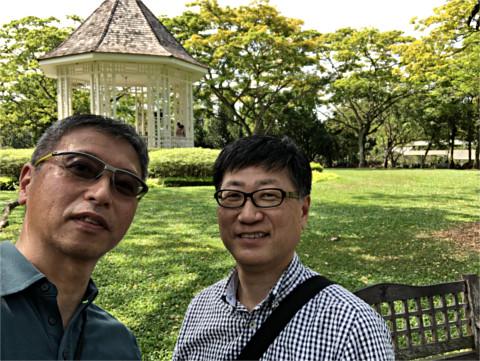 石田良夫君とシンガポール植物園にて
